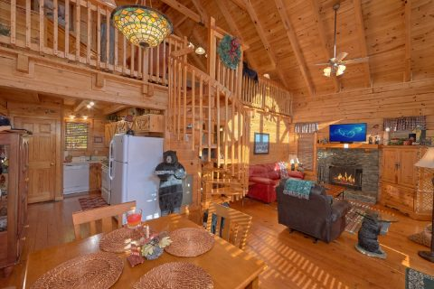Spacious 5 Bedroom Cabin Sleeps 5 - Bear Heaven