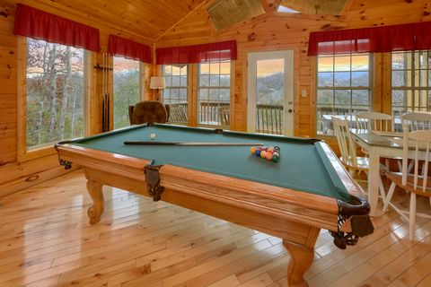 Pool Table 1 Bedroom Cabin Sleeps 4 - Bear Hugs
