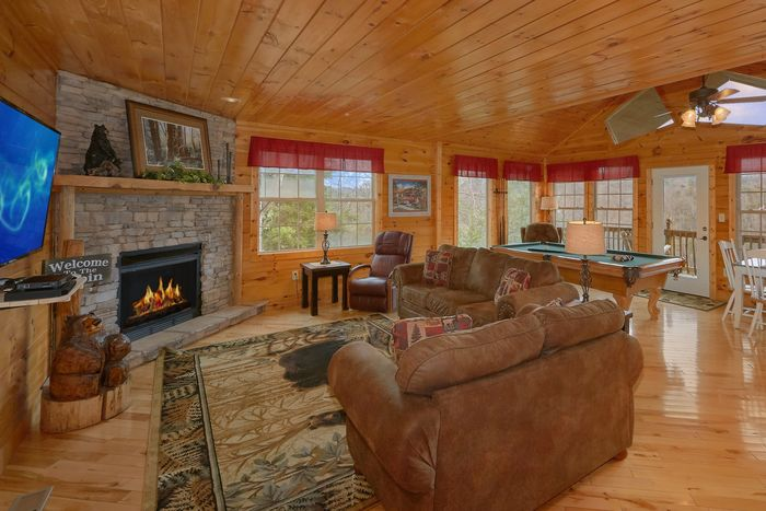 1 Level Cabin with an Open Floor Plan - Bear Hugs