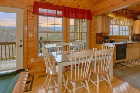 Spacious Kitchen in a Pigeon Forge Cabin - Bear Hugs