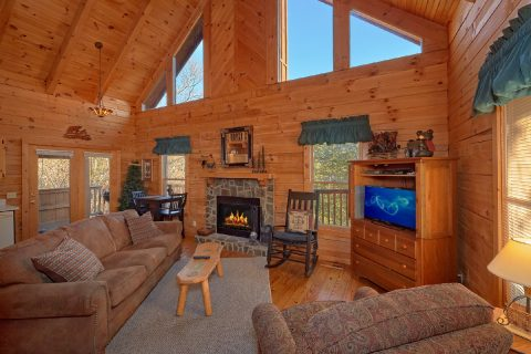 Spacious 1 Bedroom Cabin Sleeps 4 - Bear Hugs II