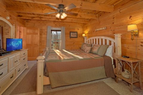 Main Floor Bedroom 1 Bedroom Cabin - Bear Hugs II