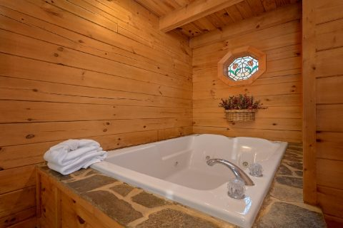 Jacuzzi Tub 1 Bedroom Cabin Sleeps 4 - Bear Hugs II