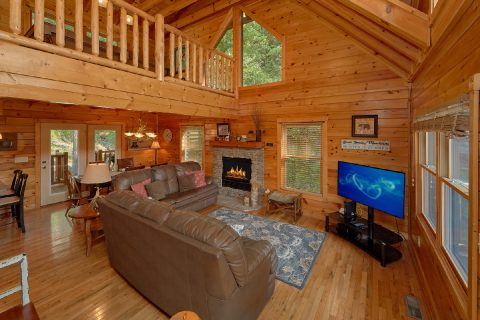 3 bedroom cabin with Fireplace in living room - Bear Mountain Lodge