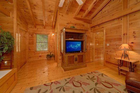 Premium Resort Cabin with Spacious King Bedroom - Bear Mountain Lodge
