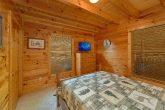 3 Bedroom cabin with Queen bedroom on main level