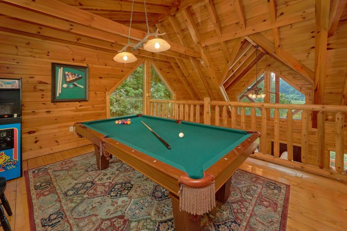 Game Room with pool table in 3 bedroom cabin - Bear Mountain Lodge