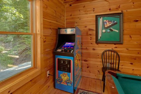3 Bedroom cabin with Pool Table and Arcade Game - Bear Mountain Lodge