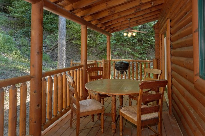 3 bedroom cabin with Hot Tub, Grill and Views - Bear Mountain Lodge