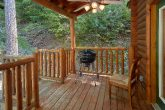 3 bedroom cabin with grill, hot tub and Views