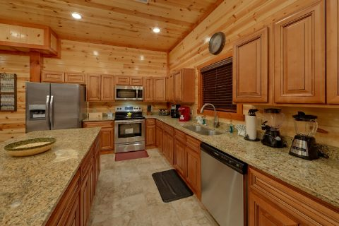 Beautiful Fully Equipped Kitchen - Bear Paddle Lodge