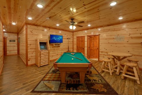 6 Bedroom Cabin with Game Room Pool Table - Bear Paddle Lodge
