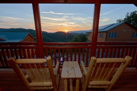 Spectacular Views 6 Bedroom Sleeps 20 - Bear Paddle Lodge