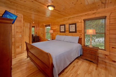 3 Bedroom Cabin with a desk nook in master bed - Bear Pause Cabin