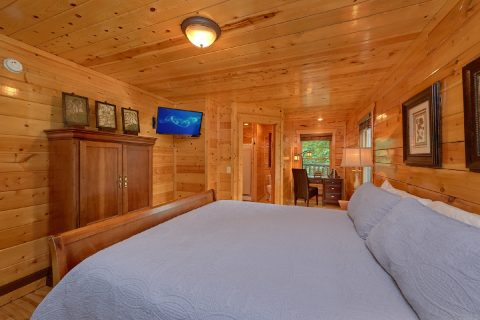 3 Bedroom Cabin with a King bed on main-level - Bear Pause Cabin