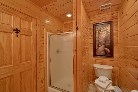 3 Bedroom Cabin with a private bathroom - Bear Pause Cabin