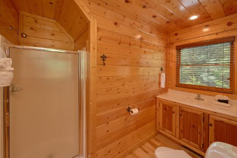 3 Bedroom Cabin with 3 Full Bathrooms - Bear Pause Cabin