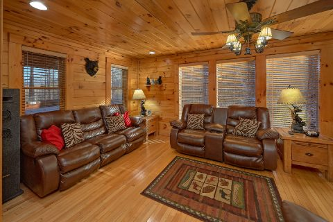 Luxury 2 bedroom cabin with cozy Living area - Bear Paw Bridge