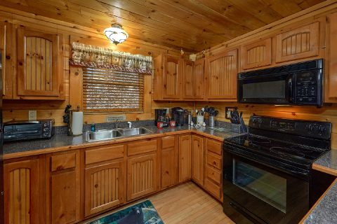 Premium Gatlinburg cabin with full kitchen - Bear Paw Bridge
