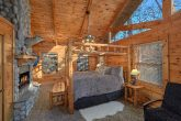 Cabin with 2 Spacious Master Bedrooms