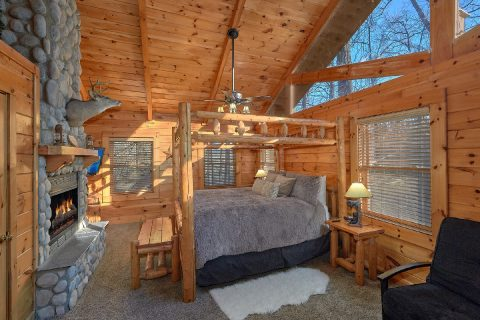 Cabin with 2 Spacious Master Bedrooms - Bear Paw Bridge