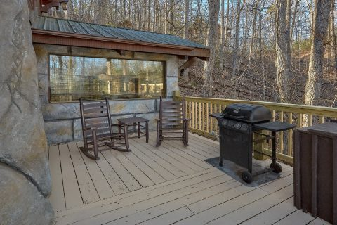 Premium Gatlinburg cabin with Grill and Fire Pit - Bear Paw Bridge
