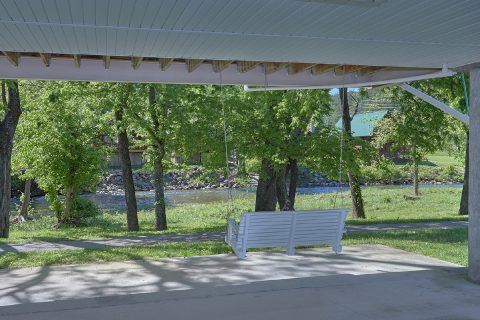 2 Bedroom Cabin on the Little Pigeon River - Bear Paw Chalet
