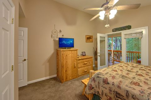 2 Bedroom Cabin with In-Suite Deck Access - Bear Paw Chalet