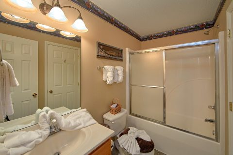 2 Bedroom Cabin 2 Bathroom - Bear Paw Chalet