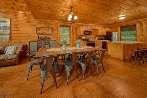 Cabin with Dining Room - Bear Shack