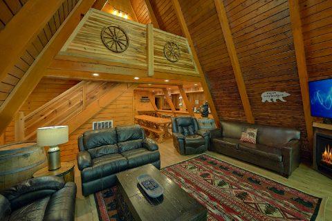 12 Bedroom Cabin Sleeps 46 Gatlinburg - Bearadise Lodge