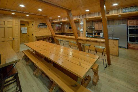 Spacious 12Bedroom Cabin Sleeps 47 - Bearadise Lodge