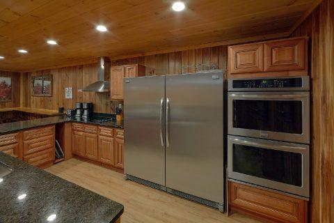 Large Open Kitchen 12 Bedroom Cabin - Bearadise Lodge