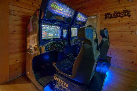 12 Bedroom with Game Room Arcades adn Pool Table - Bearadise Lodge