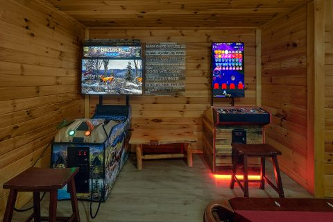 Large Game Room with Pool Table and Arcades - Bearadise Lodge