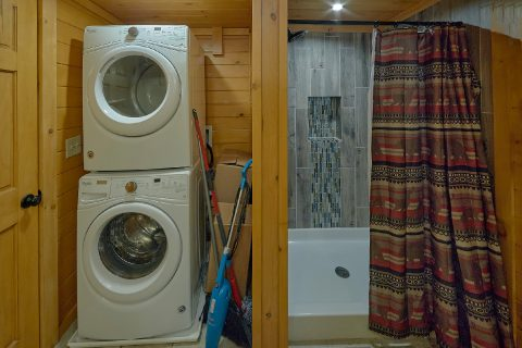 Full Size Washer and Dryer 12 Bedroom Cabin - Bearadise Lodge