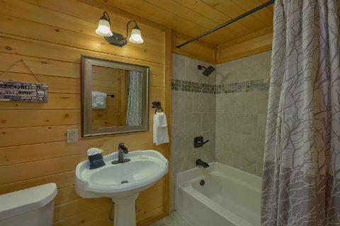 12 bedrooms 8.5 Bath Sleeps 47 - Bearadise Lodge