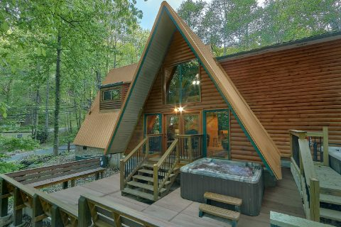 12 Bedroom Cabin with Private Hot Tub - Bearadise Lodge