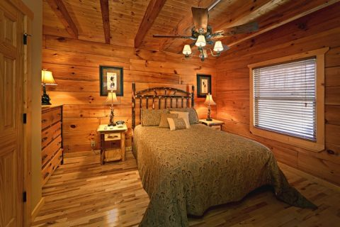 Queen Bed on Main Level of Cabin - Bear-E-Nice