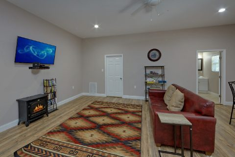 Game Room Theater Room 3 Bed Room Sleeps 8 - Bearfoot Bungalow