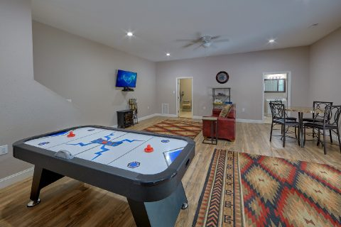 Large Open Space Game Room 3 Bedroom Sleeps 8 - Bearfoot Bungalow
