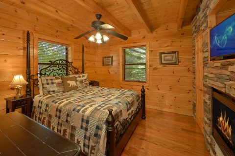3 Bedroom Cabin Sleeps 9 2 Main Floor Bedrooms - Bearfoot Dreams