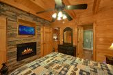 Master Suite 3 Bedroom Cabin Sleeps 9