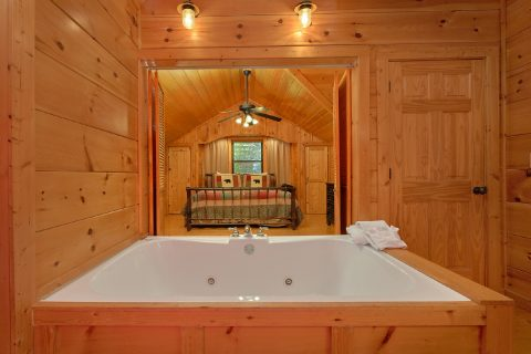2 Person Jacuzzi Tub in Master Suite - Bearfoot Dreams