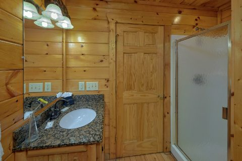 2 Bedroom 2 Bath Cabin with Walk in Shower - Bearfoot Haven