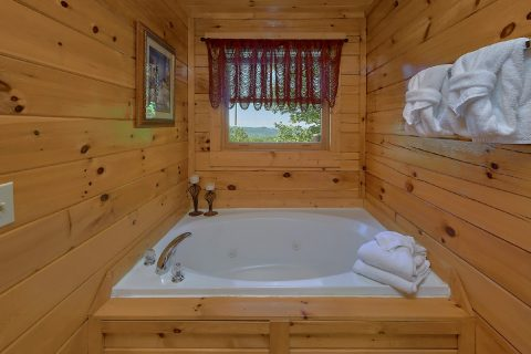 2 Bedroom Cabin with Jacuzzi Tub - Bearfoot Haven