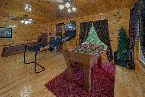 Large Game Room 2 Bedroom Sleeps 8 - Bearfoot Haven