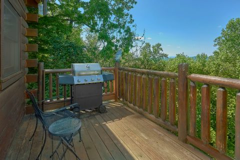 Rocking Chairs adn Gas Grill 2 Bedroom Cabin - Bearfoot Haven