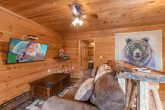 Spacious 3 Bedroom Cabin with Large TV