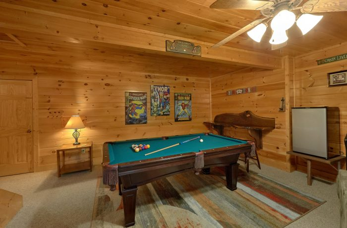 Spacious Cabin with Large Game Room & Pool Table - Bearly Rustic